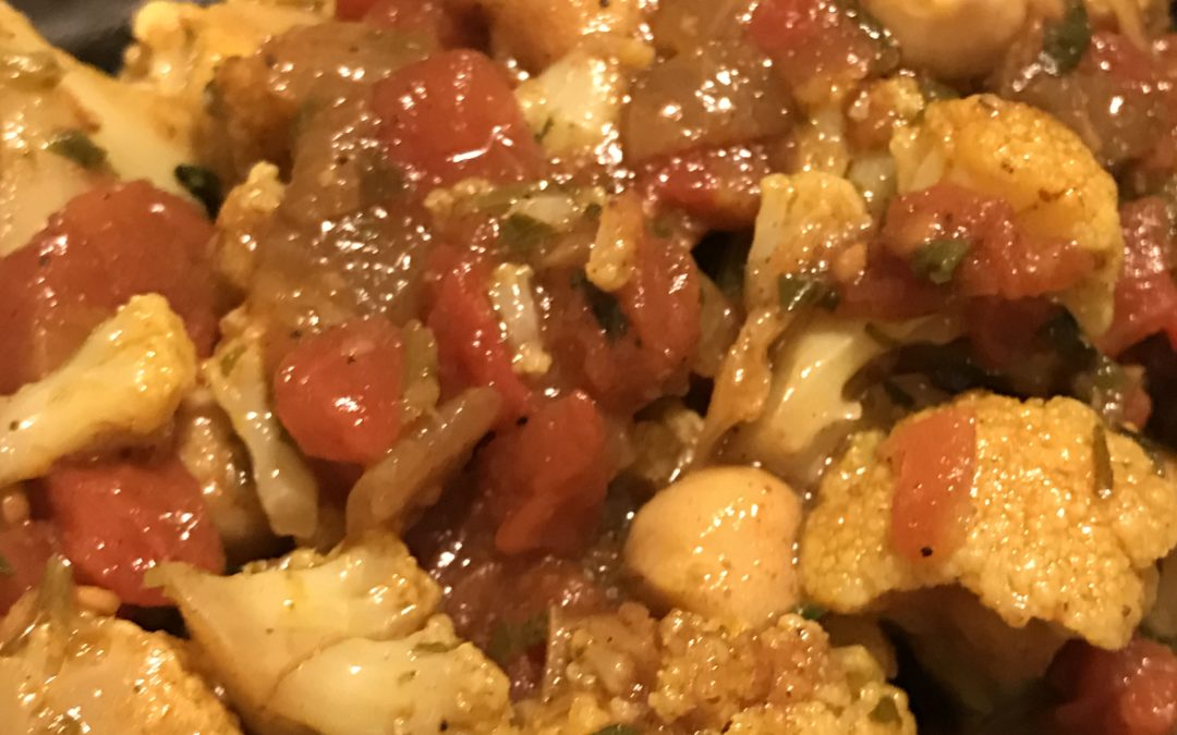 Quick Vegetarian Cauliflower Chickpea Curry